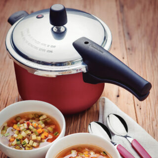 Pressure Cooker 4,5 liters Non-Stick  with 4 Safety Valves